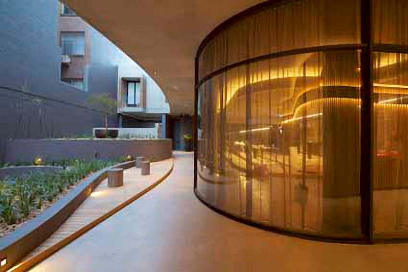 Clear toughened curved glass – window facade.
